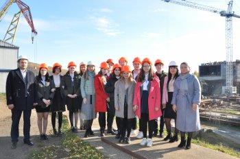 Посвящение в судостроители прошло для учащихся 10В класса на Амурском судостроительном заводе
